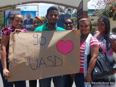 Amor por la UASD. Jóvenes captados por Maryelin R. Bautista.
