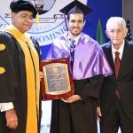 Unibe reconoce a José Armando Manzano Aguasvivas en graduación de 549 profesionales