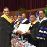 Freddy Abad Fabián logra máxima calificación entre 534 graduados en postgrado