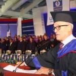 Andrés L. Mateo invoca a Dios con aliento poético en graduación de la Unapec