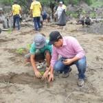 Estudiantes reforestan dunas de Baní