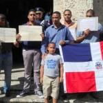Jóvenes demandan sacar restos de Santana del Panteón Nacional
