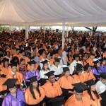 Más de mil nuevos profesionales se invisten en la UASD