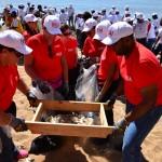 Claro se suma, junto a empleados y voluntarios, a la jornada de limpieza de playas