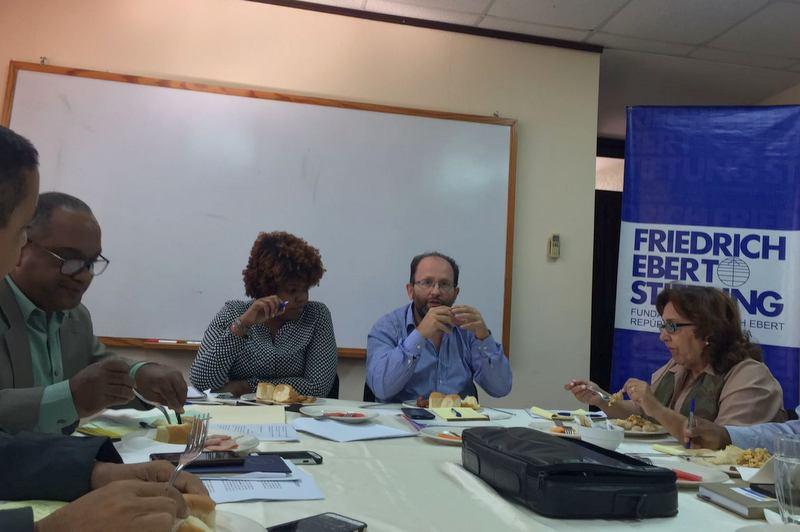 El uruguayo Gustavo Gómez, director ejecutivo del Observacom, vino al país invitado por la Fundación Friedrich Ebert (FES). El Observacom muestra interés en la reforma a la Ley sobre Expresión y Difusión del Pensamiento.