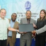 MICM entrega equipos digitales en Centro Pymes UNPHU y UASD