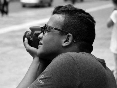 El autor de estas imágenes, Francisco Alcántara, estudia Comunicación Social en la PUCMM. Su trabajo se puede seguir en Instagram @quisqueyastreet