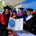 Gloria Milagros Mercedes Hernández, la estudiante más meritoria de graduación, deplora obstáculos de la UASD